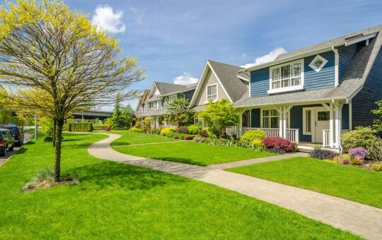 3 Ways To Improve a House's Curb Appeal